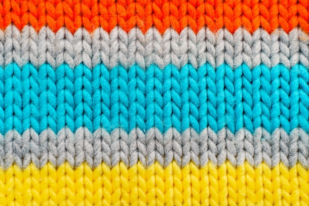 Textura de camisola de malha colorida listrada