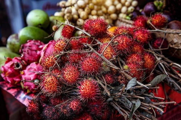 Textura de frutas tropicais de rambutan. bali, indonésia