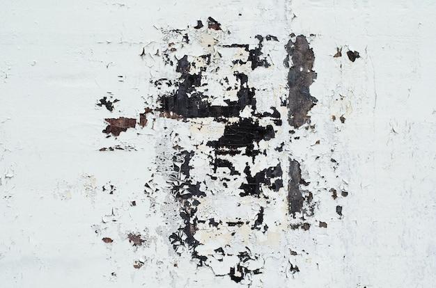 Textura de fundo da parede de ferro branco enferrujado vintage com muitas camadas de tinta