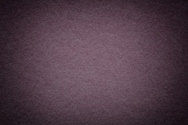 Textura de fundo de papel marrom escuro vintage com vinheta. estrutura de papelão roxo.
