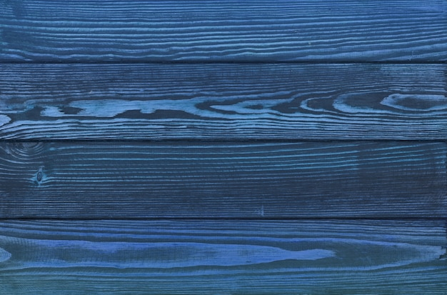 Textura de fundo de pranchas de madeira azul indugo escuro vintage com arranhões e manchas na superfície de madeira pintada