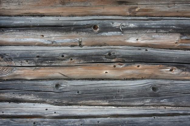 Textura de fundo de uma parede de troncos de madeira velhos e placas