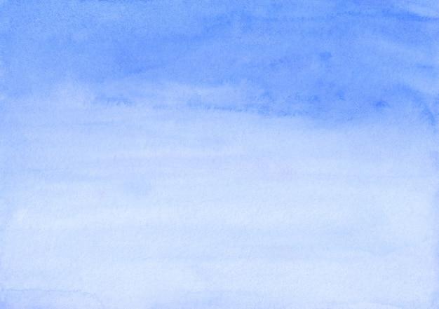 Textura de fundo gradiente azul claro em aquarela. aquarelle abstrato birght céu azul cenário ombre. modelo moderno horizontal em aquarela. papel texturizado.