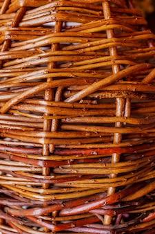 Textura de galhos castanhos naturais de vime