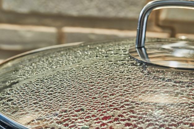 Textura de gotas na tampa de vidro com foco seletivo, plano de fundo.