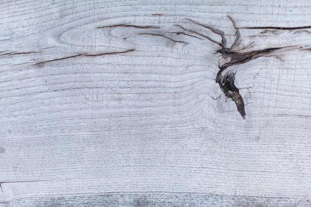 Textura de madeira com nodos uma fatia de madeira para o fundo da aparência antiga