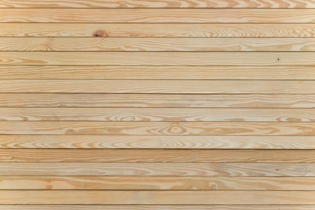 Textura de madeira de pinho leve com pranchas horizontais.