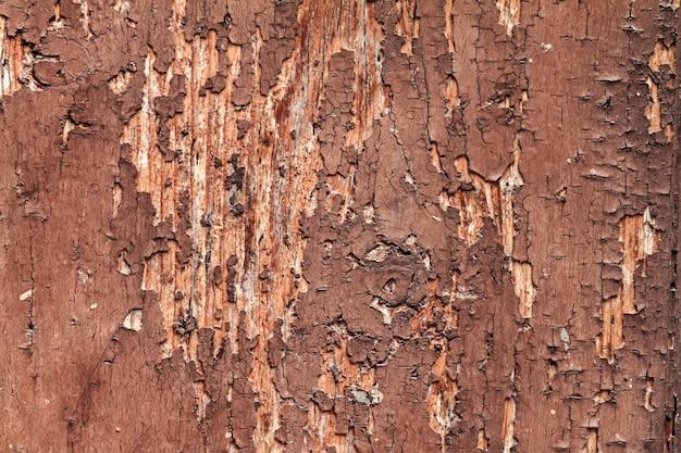 Textura de madeira rachada bonita com a cor vermelha rachada velha. horizontal com espaço da cópia.