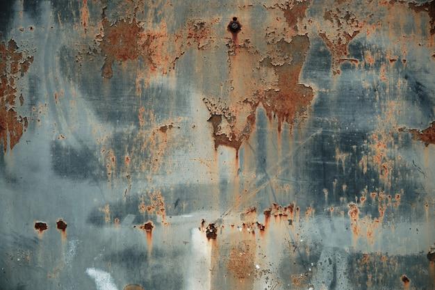 Textura de metal enferrujado com pintura descascada