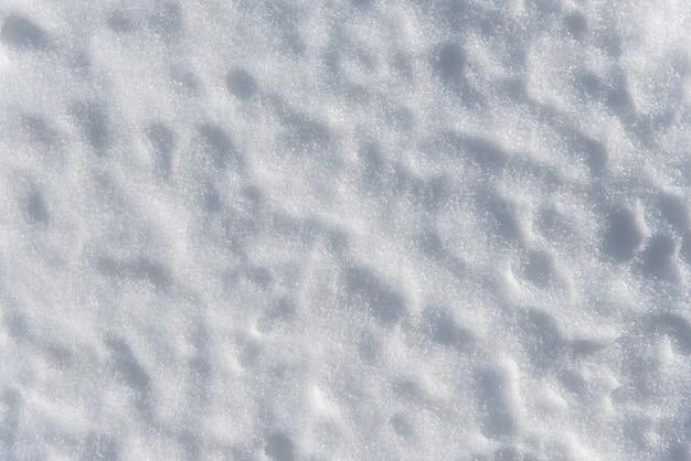 Textura de neve branca linda à tarde