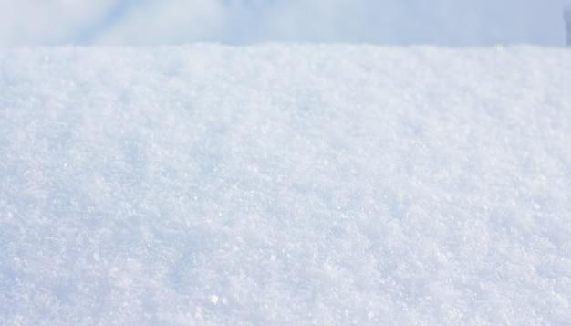 Textura de neve em tempo ensolarado. plano de fundo - superfície de neve_