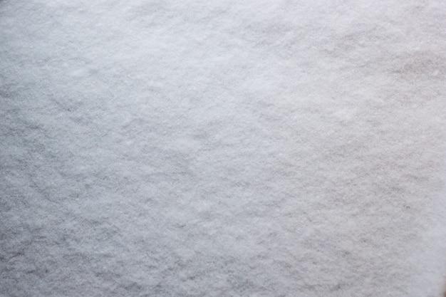 Textura de neve fresca cobrindo o chão densamente no inverno gelado