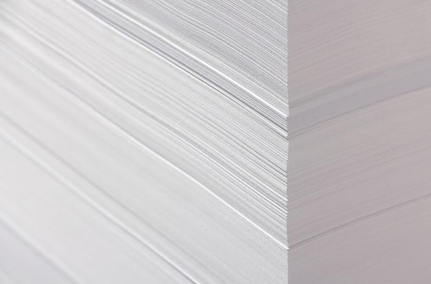 Textura de papel amassado branco. fundo natural, elemento de design.