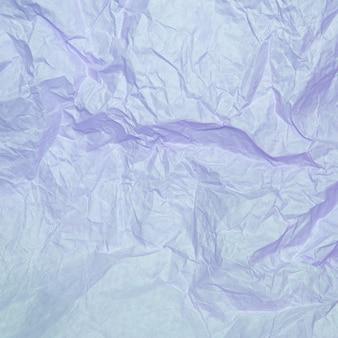 Textura de papel amassado de cor roxa clara.