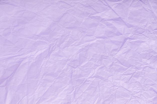 Textura de papel de embrulho violeta amassado, antigo fundo lilás