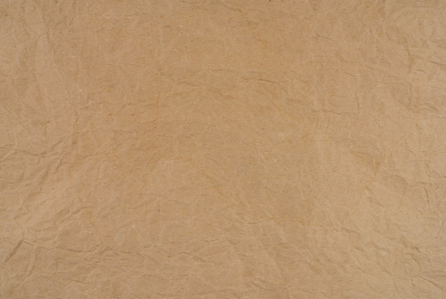 Textura de papel marrom enrugado velho. textura de papel kraft marrom áspero. recicle folha de papelão. design de padrão rústico. saco de papel amassado closeup. grunge e pergaminho amassado.