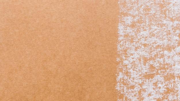 Textura de papelão com fragmentos de papel