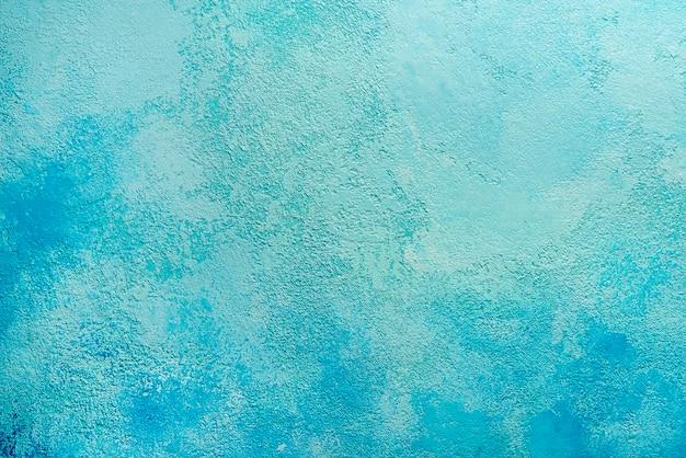 Textura de parede de estuque pintado de ciano azul claro decorativo grunge abstrato bonito. fundo largo de papel áspero feito à mão com espaço de cópia.