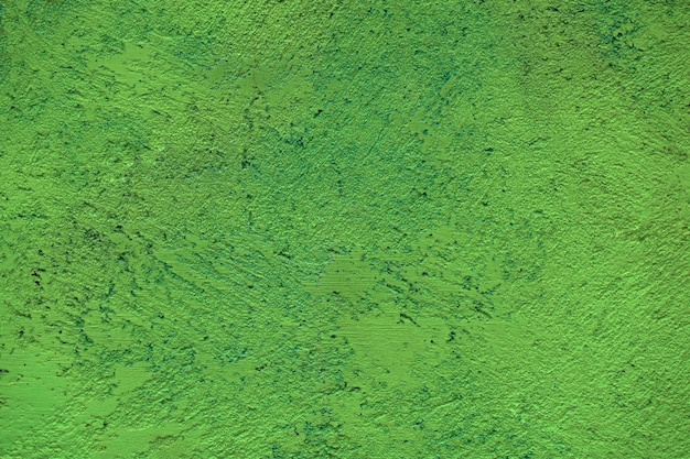 Textura de parede pintada de verde com superfície áspera resistida em uma exibição de quadro inteiro.