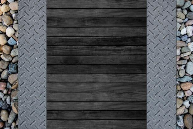 Textura de placa de ferro diamantada e fundo de madeira