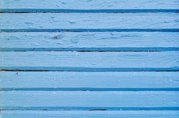 Textura de placa de madeira pintada de azul e rachada