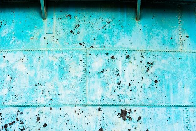 Textura de placas de metal azuis lascadas e envelhecidas.