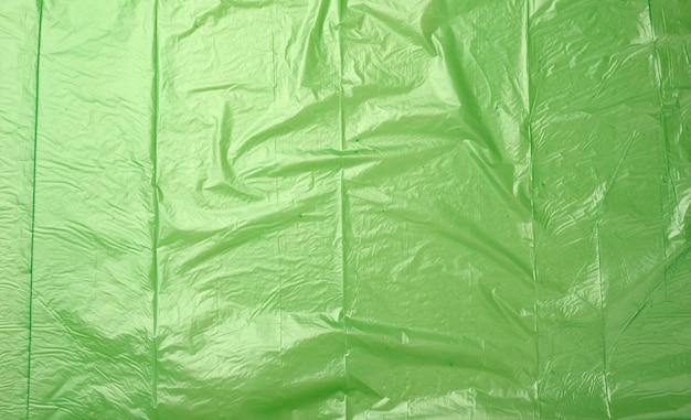 Textura de polietileno verde amassado, close up, full frame