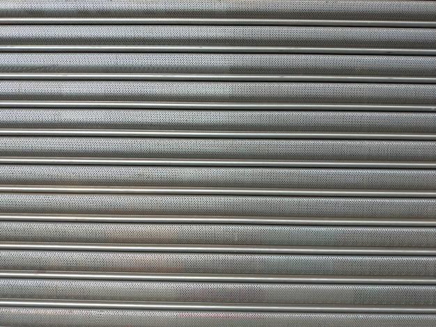 Textura de porta de ferro com furos