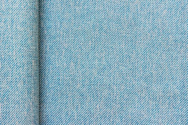 Textura de tecido azul de pano tecido com uma dobra e copie o espaço em branco