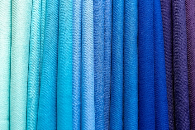Textura de tecido dobrado multicolorido.