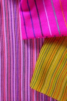 Textura de tecido macro colorido vibrante poncho mexicano