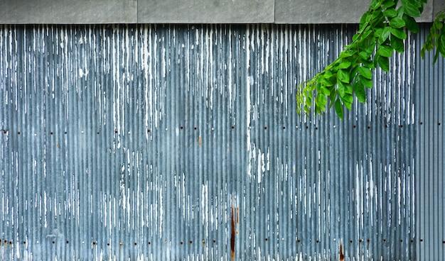 Textura de telhado de ferro galvanizado velho e enferrujado