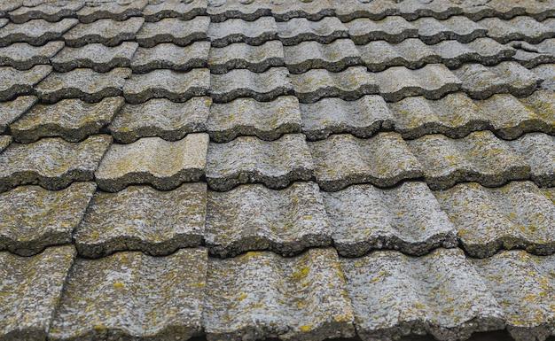 Textura de telhas de pedra velha. edifícios de cobertura de telhado obsoletos. antiga arquitetura europeia.