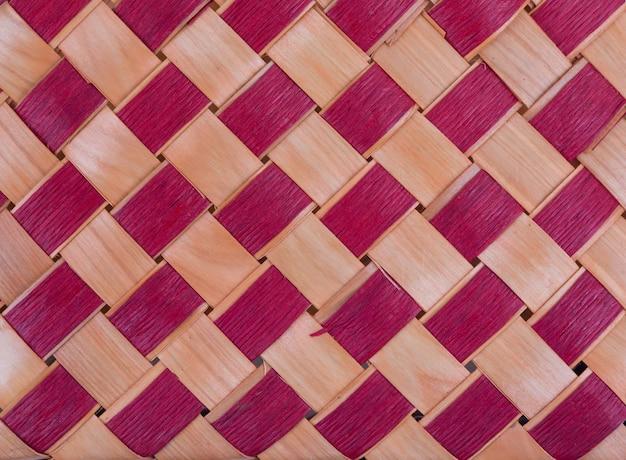 Textura de uma cesta de vime multicolorida