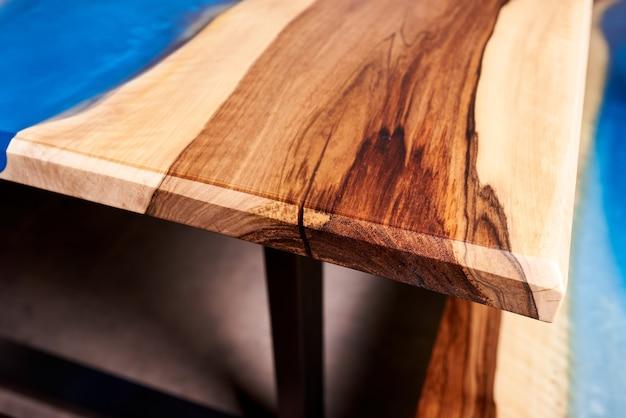 Textura de uma mesa de madeira com resina epóxi. ninguém.