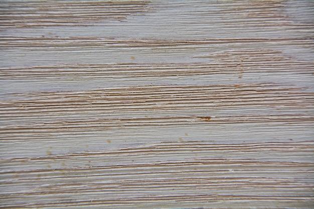 Textura de uma superfície de madeira clara com veios mais escuros e mais visíveis