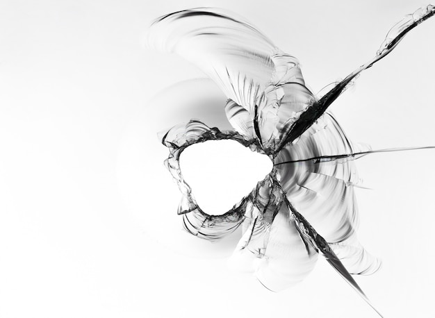 Textura de vidro quebrado, foto macro no fundo branco.