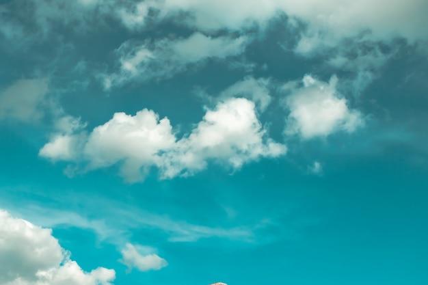Textura dinâmica da nuvem e do céu do vintage para o fundo