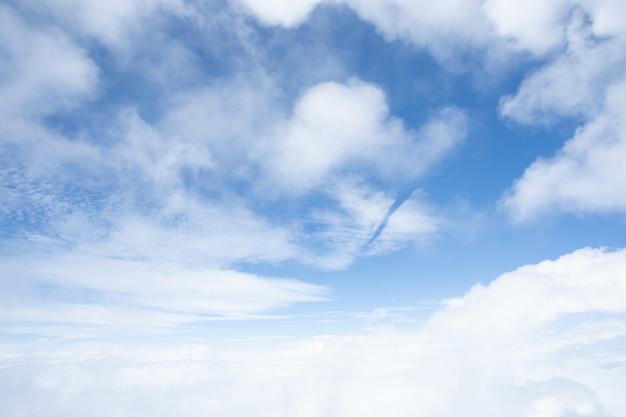Textura do céu azul na luz do dia