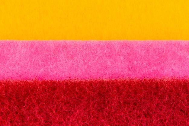 Textura do fundo macro do close-up das washcloths cor-de-rosa amarelas com de perto.