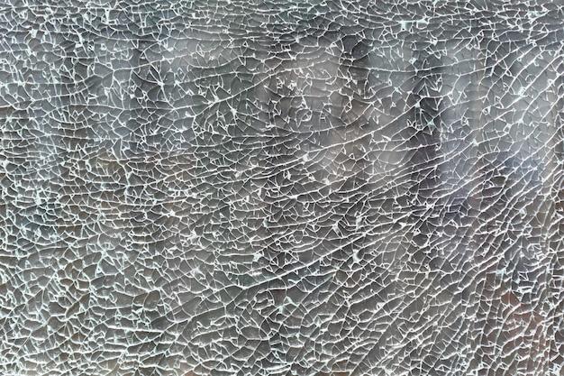 Textura e plano de fundo. vidro rachado e quebrado em pequenos fragmentos