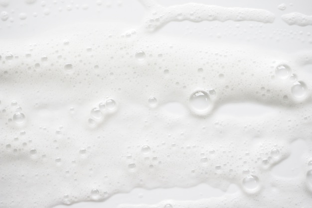 Textura ensaboada branca abstrata da espuma. espuma de champô com bolhas
