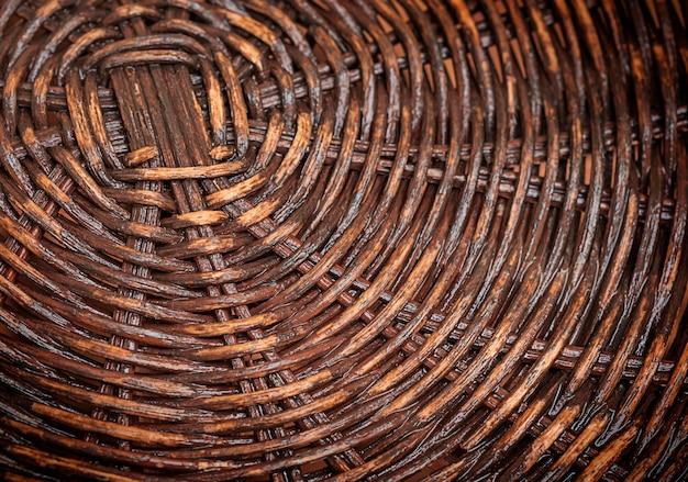 Textura entrelaçada de fundo de bambu de galhos marrons.