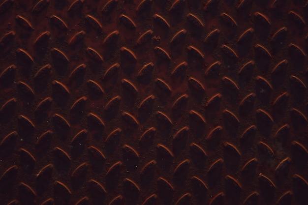 Textura industrial de ferro corrugado industrial para pisos industriais e de transporte. bandeira texturizada do fundo de pedra de metal escuro enferrujado. fundo de placa de diamante de metal grunge. copie o espaço para o site