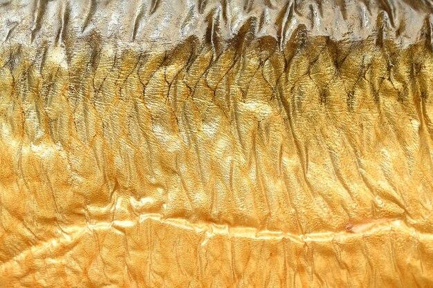 Textura marrom dourada defumada de pele de peixe, comida saborosa e saudável.