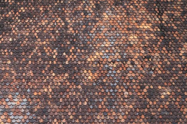 Textura marrom velha do fundo do teste padrão da telha de telhado