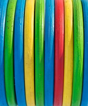 Textura multicoloridas de madeira listras verde amarelo vermelho azul