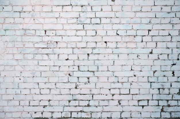 Textura rústica branca com superfície de parede de tijolo velho caiado de branco retrô