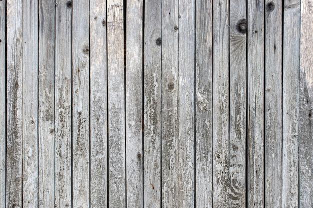 Textura velha do teste padrão da cerca para o fundo. listras verticais. parede retro do celeiro da madeira.