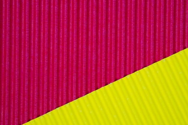 Textura vermelha e amarela do papel ondulado, uso para o fundo. cor vívida com espaço vazio para adicionar texto ou objeto.